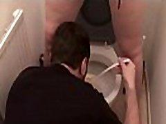 शौचालय अपमान