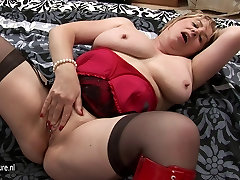 Big mature granny playing with herself