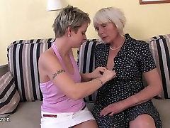 Mature voide opan mom fuck a hot girl
