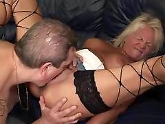 määrdunud vana girlfriend bestrafen armastab pee