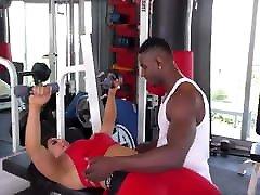 Busty girl gets smelling girls feet on gym
