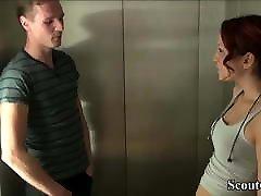 18yr gamla tyska redhead teen förföra att knulla med i hiss