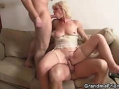 Threesome xxx video bp 2018 3gp with old blonde woman
