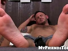 Gay guy is ready for some toe sucking and feet licking fun
