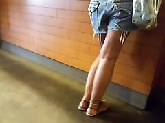 gf&039;s hot tanned legs sexy long feets toes in shorts