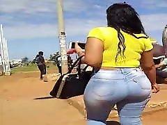 gostosa de jeans com rabao big ass brunette 128