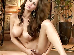 Hot vio blue Emily Addison fingers her wet cock pit