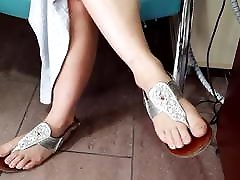 Fr&039;s sexy natural long feets pedicured fresh toes