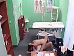 hawt ārsts sāk padarot tiesības viltus slimnīcā