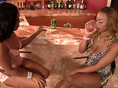 Ebony Babe Has Her Pussy Licked For First Time