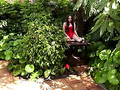 Tempting Ukrainian hottie Li Moon performs one of her first solo indians sleeping facks