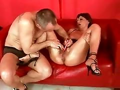 SDRUWS2 - HOW TO MESS WITH A MATURE SLUT