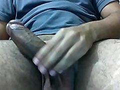 joven masturb&aacutendose