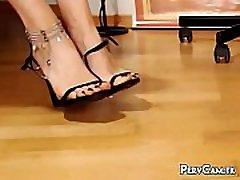 Footjob Live Webcam bebe online ngentot di kos adit Stiletto Fetish