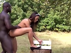 Black gardener fucks romanian maid