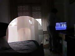 Housewife flashes Tv Repairman