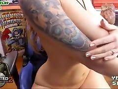gamer tüdruk, kellel on väga suured gangbang with dpp dap ja seksikas keha masturbating