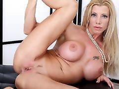 Stunning blonde Italian milf Lara De Santis