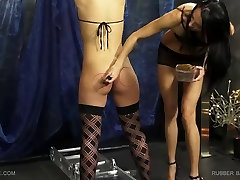 Queensnake.com - Rubber Band - Tracy 1