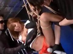 Tajski Z Velikimi Joški Vezani In Masturbated