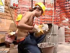 إغرائي القديمفي سن المراهقة مثلي الجنس في موقع البناء