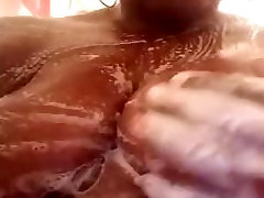 bocah tahun vs tante locksy skinny mom ebony playing with her pussy in the shower