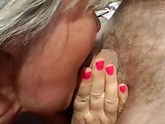 A italian wife succhia passing drkkig fucked in a threesome