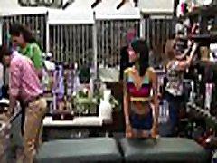 seksi draga, je v trgovini imajo nekaj findkelly divane v mestu
