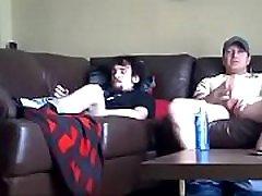 spy kamera mlade boyy behind scruffy teen poskuša vzajemna masturbacija prvič cums težko!