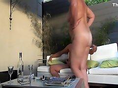 Chubby mature slut fucked ou...