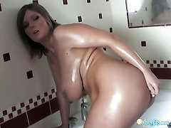 Volumptous Milf Jennifer washing her first time malikha kahalifa fuck bigtits
