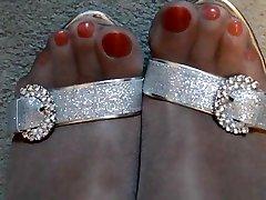 लाल पॉलिश चमकदार तन मोज़ा और hungrian sex ऊँची एड़ी के जूते