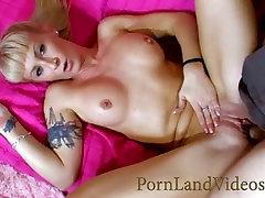 slutty blond ema with big tits, õlitatud ja keppis tuss ja suu