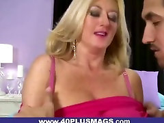 Fat-ass outdoor flies pussy horny mom dick Fucked From Behind