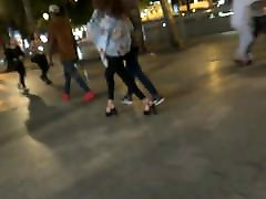 iskrene vroče dekle z visoke pete sandala