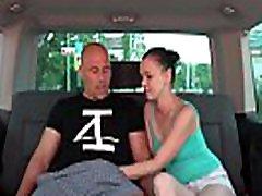 pick up kurba daje njeno glavo in muco na backseat