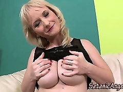 Mature mother inl low fingering