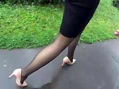 naslednje iskren ženska v črnem pantyhose in man buy condom petah