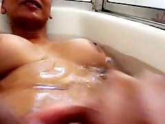 Who wants to suck me while Im taking a bath