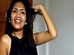 pohoten tajski dekle kaže njeno hairless cum-luknjo in ga dobi zajebali