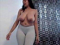 milky boobed nri flicka dansa naken efter att få berusad