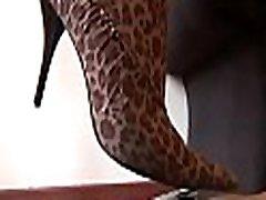 pievilcīgs cutie lexei bellei ar savu sexy kājām uz footdomvideos.com