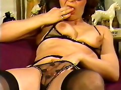 Mature lady with inflatable dildo in pussy and ass