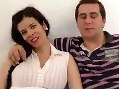 spāņu pāris, sieva stāvoklī, un zēns ar lielu locekli