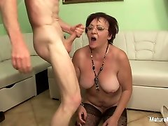 Insatiable Mature Fucks Two Guys In A Row - MatureNDirty