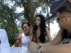 Rebeca Linares chils play by friends
