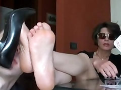MILF with Sunglasses gets her russ saxey video super nice sniffed while playing Cards