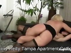 American Foxxy Reilly and fly gunsxxx Stella Starr in Apartment Sexfight