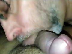 Salope gay qui suce au sauna