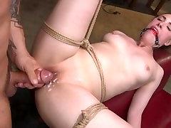 corpo caldo casey calvert sobrio e scopata in brutale corda bondage